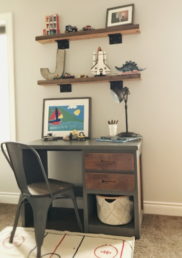 This corner mixes traditional, modern and industrial elements together
